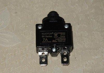 電流過載保護器 無熔絲開關 7A