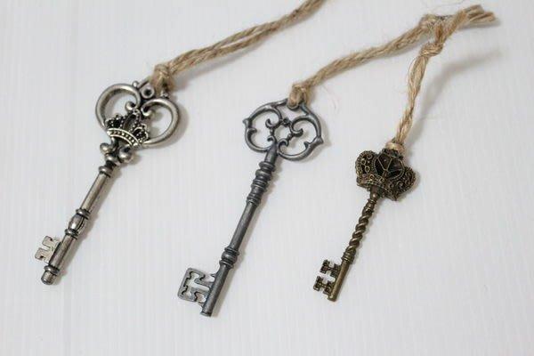 天使熊小鋪~日本ZAKKA雜貨仿古鑰匙吊飾 可當鑰匙圈 手提包吊飾 貴族鑰匙掛飾3款