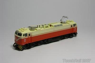 全新【鐵支路限量珍藏】【N】台鐵E400電力機車頭 (有動力)!下標就賣!免運費!