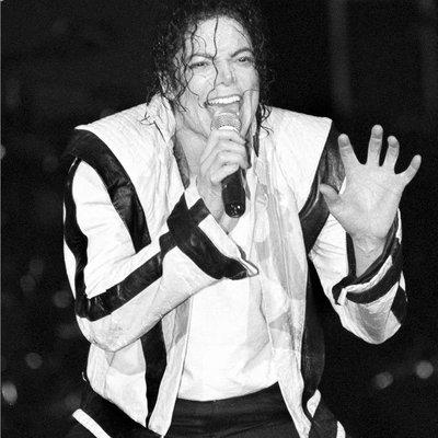麥可傑克森,Michael Jackson ~Thriller(顫慄)演唱會版白色外套