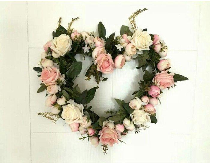 粉紅玫瑰精品屋~粉色人造花心形花環吊飾~