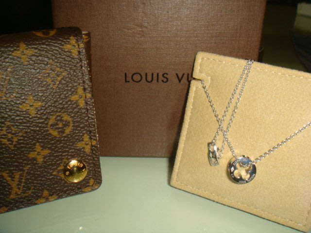 低價出售Louis Vuitton LV 18K金logo造型項鍊