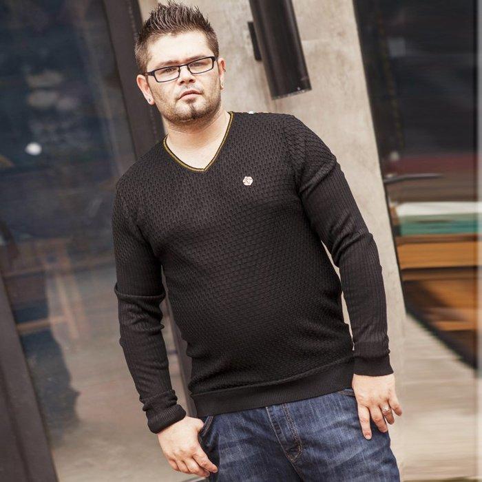 『胖哥大尺碼專賣店』加大號男裝胖子針織衫肥佬V領時尚寬松毛衫春秋加肥加大碼男毛衣