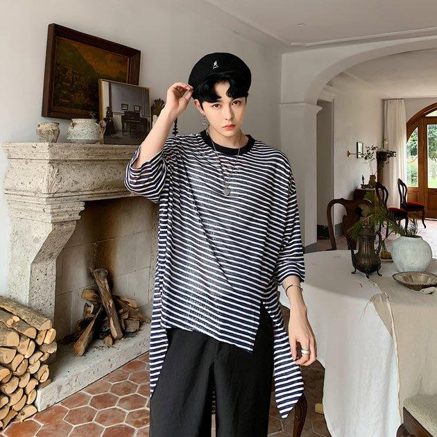 FINDSENSE品牌 訂製 G6 韓系男裝 潮流時尚下擺開叉正韓薄款黑色白色條紋T寬鬆T前短後長T中長款男短袖T恤上衣