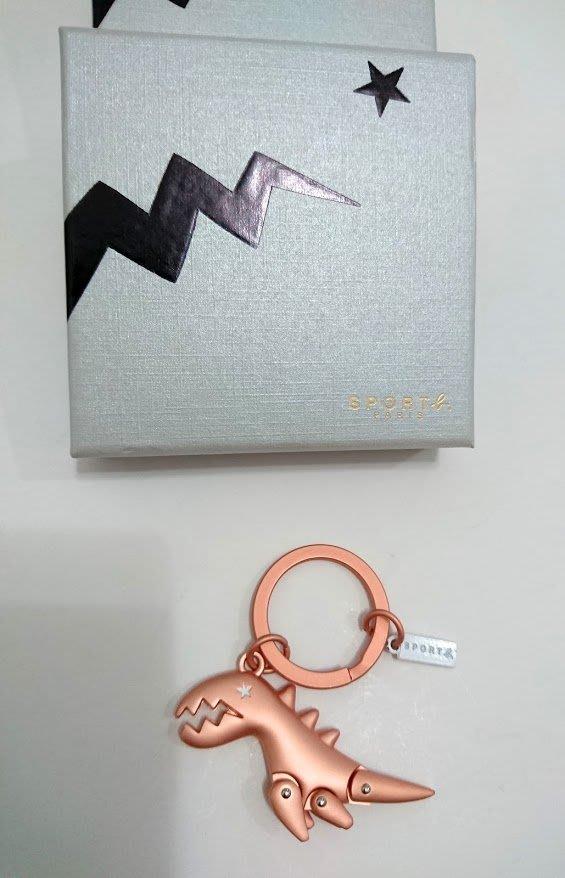 **六六挖寶趣**Agnes b./ Sports b 怪趣小恐龍鑰匙圈含盒子