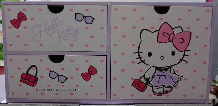 Hello kitty 優雅甜心櫃   購買價:310 元