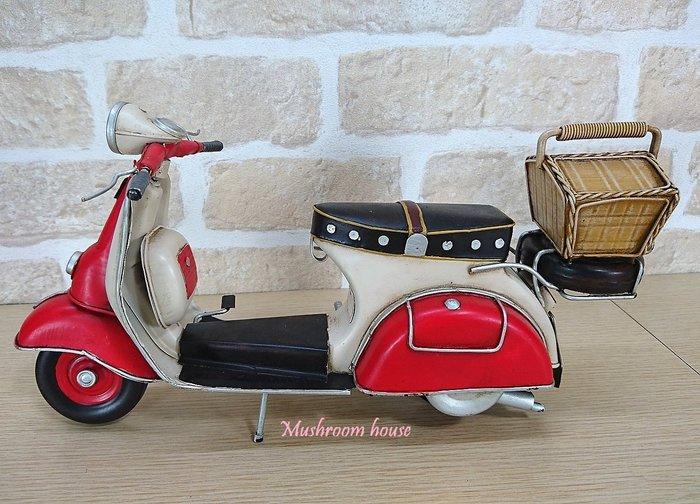 點點蘑菇屋 鐵製復古紅白色偉士牌機車擺飾 速可達 野餐提籃 摩托車模型 loft 鄉村風 田園風 禮物 現貨 免運費