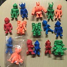 超人 怪獸單色膠公仔16隻