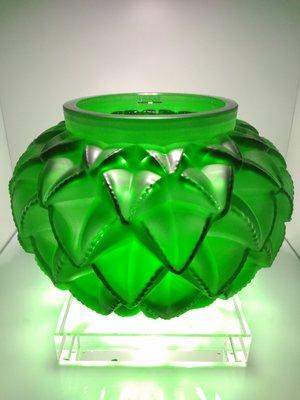 @晶湛坊@ LALIQUE 法國萊儷 水晶花瓶:仙人掌/龍舌蘭(翠綠色,聚財),附有原裝盒子,特價六折 !!!