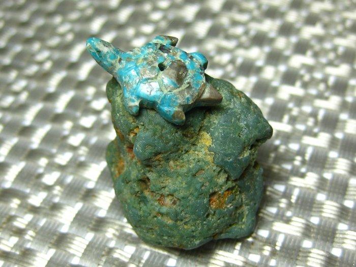 【Texture & Nobleness 低調與奢華】寶石雕件&原礦 綠松石雕件&綠松石原礦-天龜望日