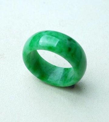 翡翠王朝 緬甸A貨翡翠 老坑冰糯種 水潤精雕 滿綠 素面 戒指  顏色亮種水足 佩戴收藏佳品