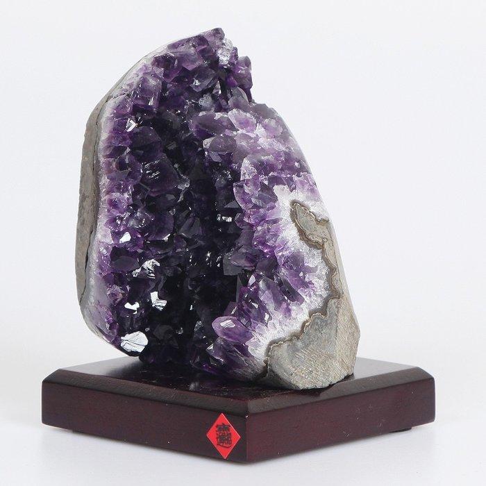 烏拉圭紫晶鎮~紫到黑866g(附底座,底座樣式隨機出貨)