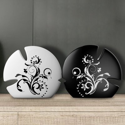 【優上精品】家居飾品客廳裝飾禮物陶瓷黑白情侶對吻魚擺件(Z-P3268)