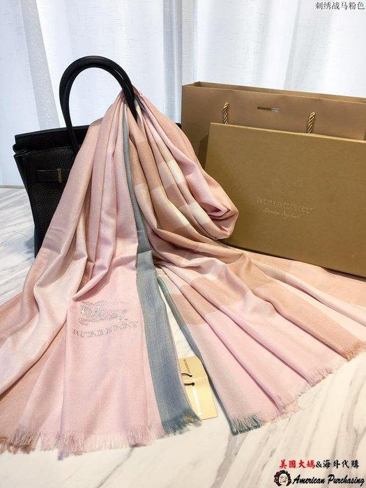 Burberry 巴寶莉 英倫時尚 條紋戰馬刺繡 粉色羊毛絨圍巾 披肩 90-210 美國代購
