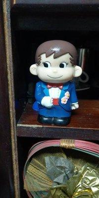 *子翼精品屋**~不二家 PEKO醬 復古玩具 牛奶弟結婚造型存錢筒(非牛奶妹)