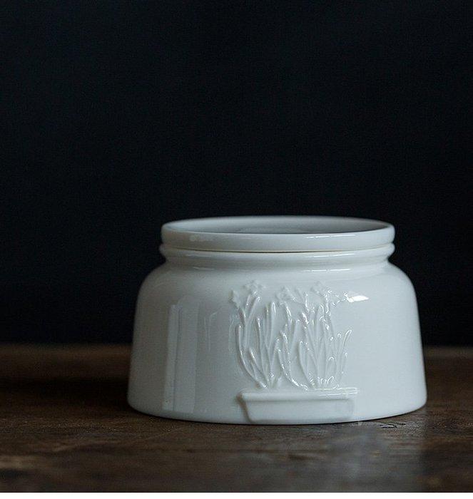 【茶嶺古道 】浮雕白瓷 高透白茶倉-扁型/ 水仙 德化白 純白 浮雕 玉瓷 茶倉 茶葉罐 密封罐