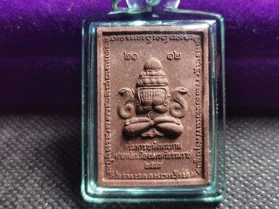泰國佛牌~2549年~阿贊坤潘~必打旁八甘~背面神哈魯曼~ 經典郵票模~深棕色肉