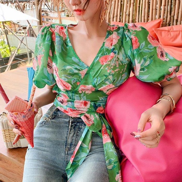 《巴黎拜金女》心機上衣設計感V領小眾顯瘦短款鎖骨綠色泡泡袖襯衫