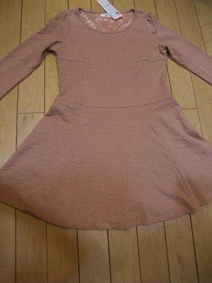 【NON.STOP】全新粉色立體浮雕壓紋圓裙波浪肩抓皺連身洋裝~F