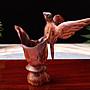 海南黃花梨擺件海黃藝品,高約12公分,寬約13公分,重約64公克,水盅飲泉喜鵲,吉祥物,公共空間藝術擺件,望之任思緒遐想翱翔,擺置茶蓆禪意無限,增添品茗樂趣