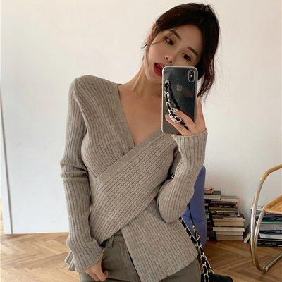 Corle韓國女裝性感心機設計感交叉V領針織打底衫女秋冬皮草內搭黑色軟糯上毛衣