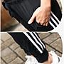 喬羽中大尺碼~超彈性鬆緊腰頭經典三條線超顯瘦運動縮口褲~KZ081202