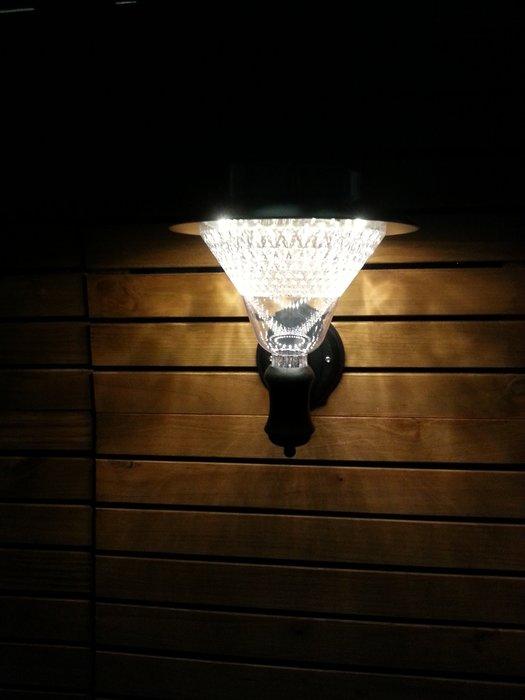 ☀傑太光能☀太陽能燈 32LED 太陽能壁燈 LED壁燈 門燈   戶外庭院燈 防雨壁燈 保固三個月 B-32面向陽光