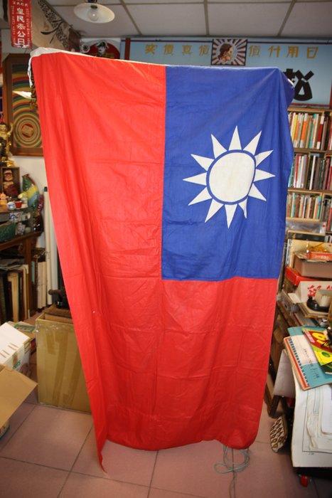 1023-回饋社會-特價品-比人高-老布質-特大老國旗-中華民國收藏品(郵寄免運費~建議預約自取確認)
