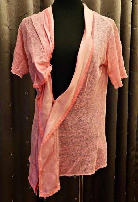 約七八成新 di pui 粉紅色針織超酷不規則設計款上衣外套罩衫,可愛神秘風,顏色很美喔!免運!