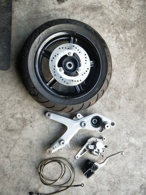 達成拍賣  四代勁戰 後碟組 鋁圈  碟盤 排骨 卡鉗 卡座 總泵 油管 如圖