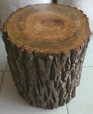 (已售出)台灣樟木椅座保留樹皮,樟木原貌天然又漂亮也可當擺飾座大器,重油閃光花紋木頭椅原木椅很香的天然椅