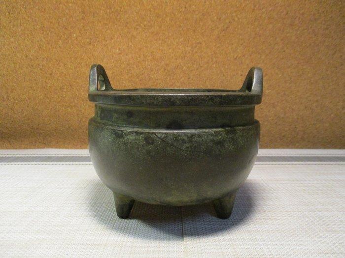 特價[古典中型黄銅爐] 宣德四方來儀典雅爐/古色盎然雅,香袖添芳秀,端莊大器重,堪為君子崇。主有德富贵大吉