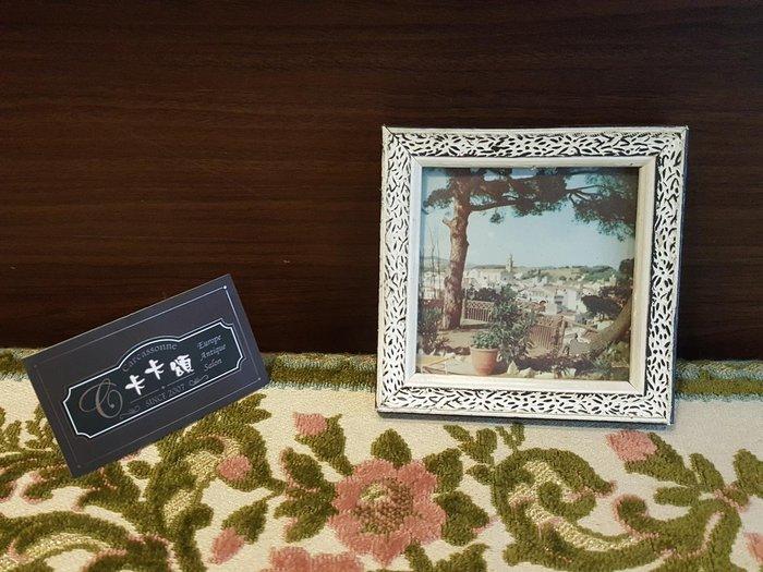 【卡卡頌 歐洲跳蚤市場/歐洲古董】歐洲老件_歐洲 風景 房屋 刷白 雕刻 木框 老掛畫 小掛畫 家飾 pa0164