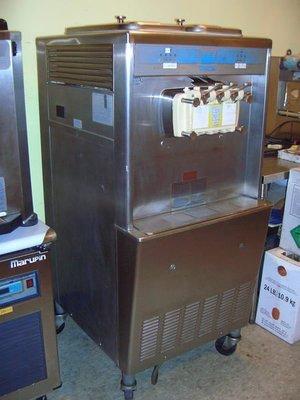 霜淇淋機*富爾麥ICEFUN冰軒樂TAYLOR754霜淇淋冰淇淋經銷C713/708爆米花機行銷廣告中古二手破盤出租餐飲