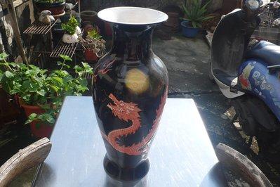 紫色小館88-----黑色畫龍古花瓶{大元}