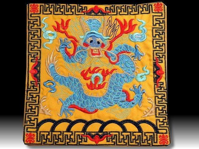 【 金王記拍寶網 】S1016  中國近代典雅風黃地龍紋圖刺繡 一張 餐桌墊 杯墊 刺繡 一張 完美漂亮~