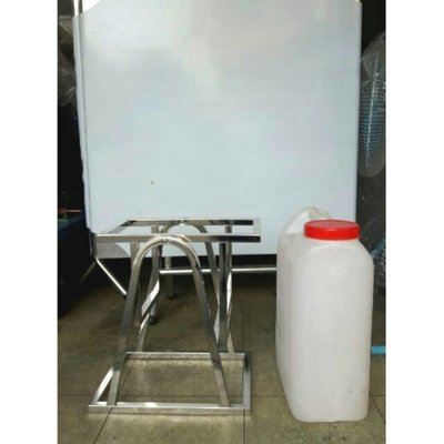 水桶架    白鐵(不含塑膠水桶 )20公升水桶