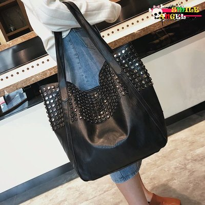 Smile 2018時尚鉚釘大包包 休閒簡約黑色百搭單肩包 手提購物袋  Ba1021