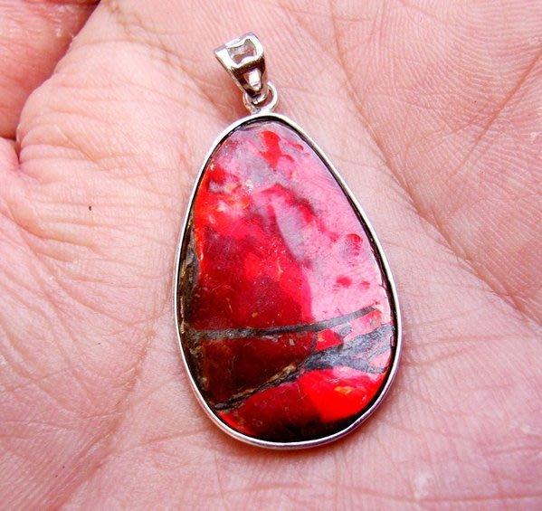 小風鈴~天然高檔七彩斑彩石墜子(重4.1g)又名~發達石.麒麟石(帶強烈紅綠光)聖變石
