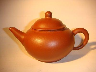 「中國宜興庚午年製」早期紫砂紅泥標準水平壺10杯。單孔。200cc