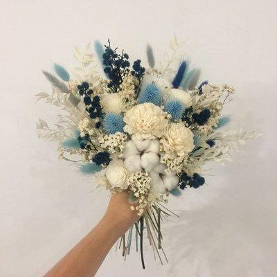 D42。藍白色系乾燥捧花。拍照捧花。客製新娘捧花。台北自取【Flower&House花藝之家】