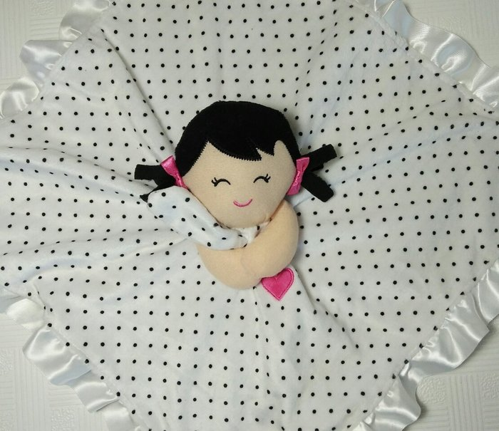 ☆奇奇娃娃屋(QH)☆Carter'品牌,可愛的小女孩搖鈴安撫巾,底部是絲質,(白色點點款)~290元