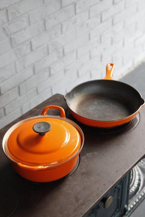 法國Le Creuset琺琅鑄鐵平底鍋 歐洲古董老件(02_V-01-2)【小學樘_歐洲老家具】