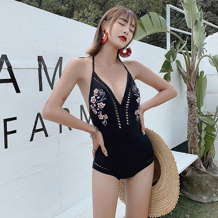 Qmi 韓國新款性感深V連體三角小香風刺繡鏤空掛脖時尚泳裝