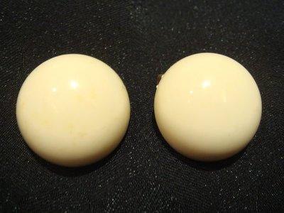 賣家珍藏,美國帶回,白色夾式耳環,無底價! 免運費!