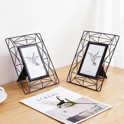 店長嚴選北歐鐵藝相框 簡約鏤空相片框6寸擺臺 創意桌面床柜客廳畫框擺件