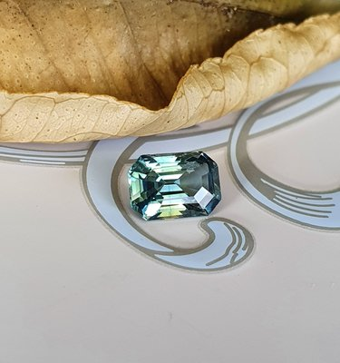 揚邵一品( 附國際證)1.16克拉綠色藍寶石 天然無燒 特殊色 多彩火光變化 沉穩細緻 值得擁有 綠色剛玉
