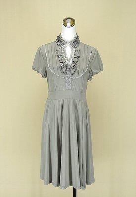◄貞新二手衣►ONE AFTER ANOTHER 日本 灰色V領短袖蕾絲緞面棉質洋裝S號(77639)