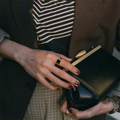 宏美飾品館~savi同款黑色圖章戒指女歐美時尚個性網紅博主復古鈦鋼鍍金指環