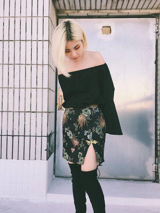 【鳳眼夫人】獨家訂製春新款 現貨 2色 輕中式刺繡緹花盤釦開衩包臀修身緞面中高腰短裙 復古中國風包臀短裙開衩短裙窄裙性感